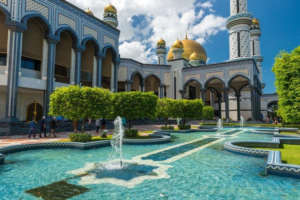 Jame'Asr Hassanil Bolkiah Mosque / Joshua Davenport / ID: 433864186 / Shutterstock
