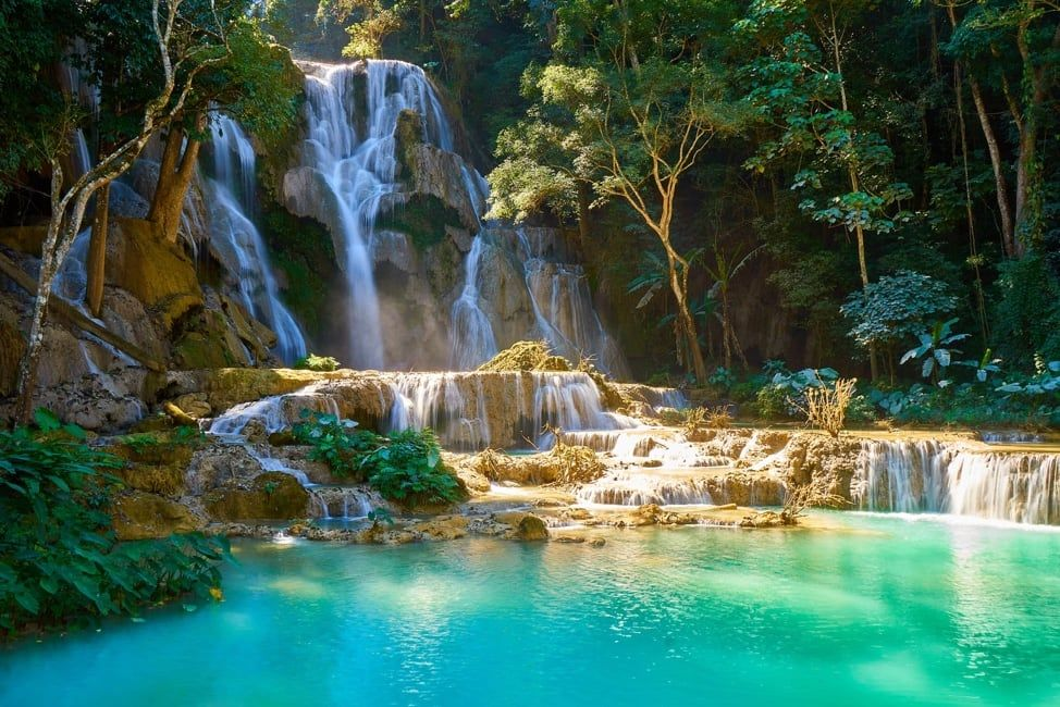 Kuang Si Falls / Adel Newman / ID: 1143597383 / Shutterstock
