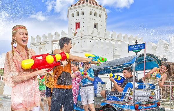 Songkran water pistol battle, Bangkok, Thailand. Image courtesy of the Tourism Authority of Thailand.