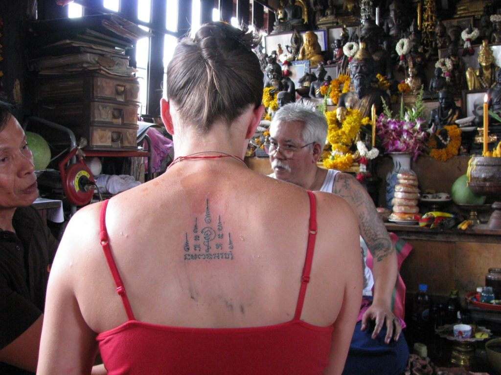 Foreign devotee receiving sak yant tattoo. Amanda Roberts/Creative Commons
