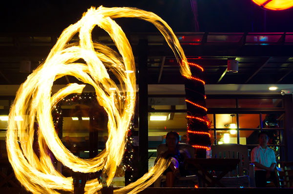 Boracay fire twirlers, Philippines. Image © Doun/Creative Commons