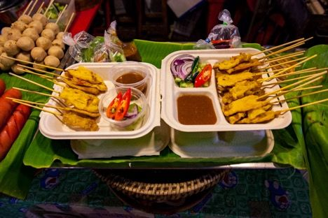 Lunch with chicken satay is reliable, delicious and plentiful throughout Bangkok. Image: Tourism Authority of Thailand