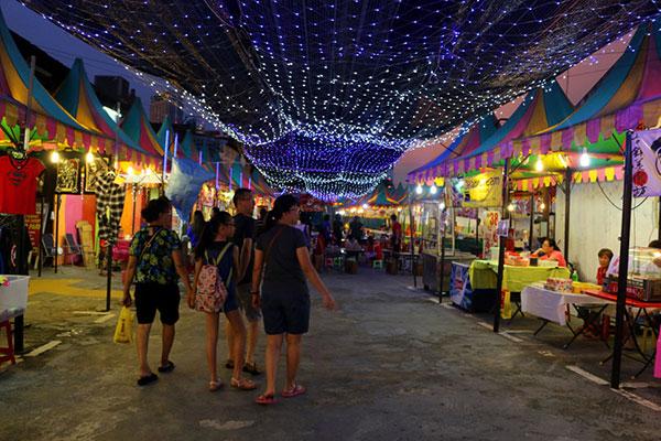 Melaka night market, Malaysia. Image courtesy of Stingy Nomads.