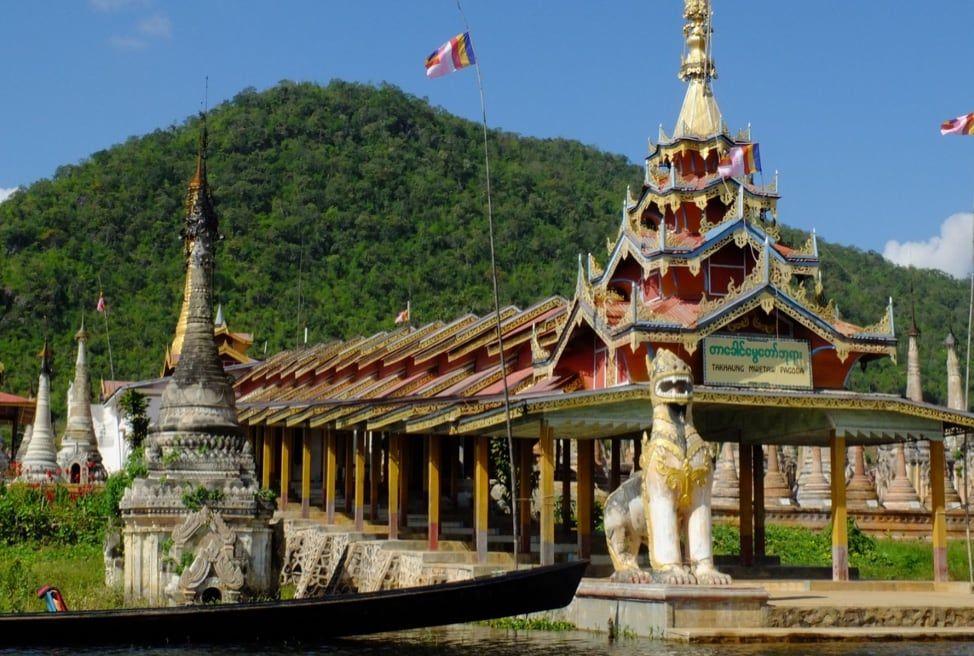 Takhaung Mwetaw Pagoda / hobgadlng / CC BY-NC-ND / Visualhunt