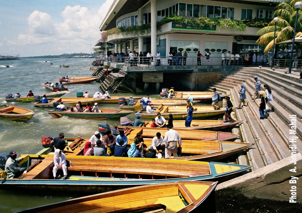 Boat ride through the Water Village (Kampong Ayer). Visit SoutheastAsia.