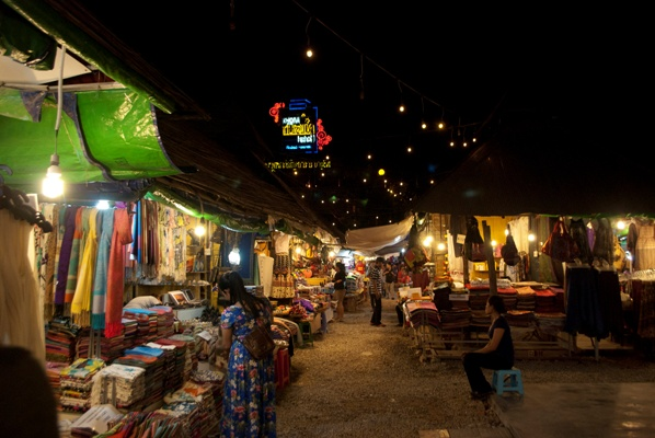 Siem Reap Night Market stalls. Image courtesy of Mike Aquino, used with permission.