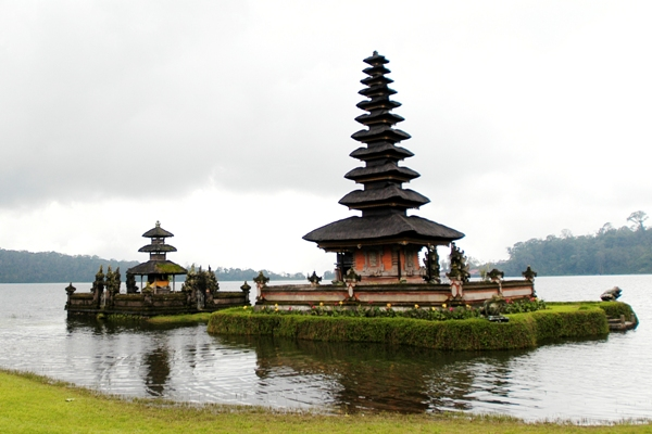 Pura Ulun Danu in Bali, Indonesia. Image courtesy of the Indonesia Tourism Ministry.