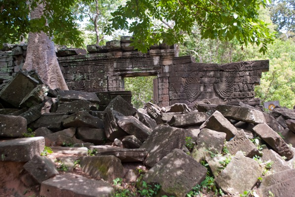 Temple wall in BanteayChhmar. Image courtesy of Mike Aquino, used with permission.
