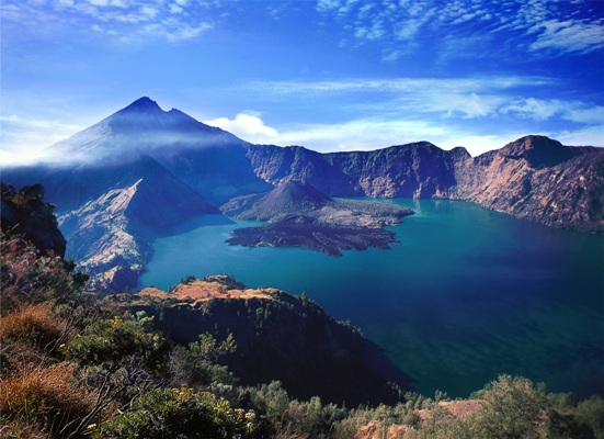 Gunung Rinjani's crater lake. Image courtesy of the Indonesia Tourism Ministry.