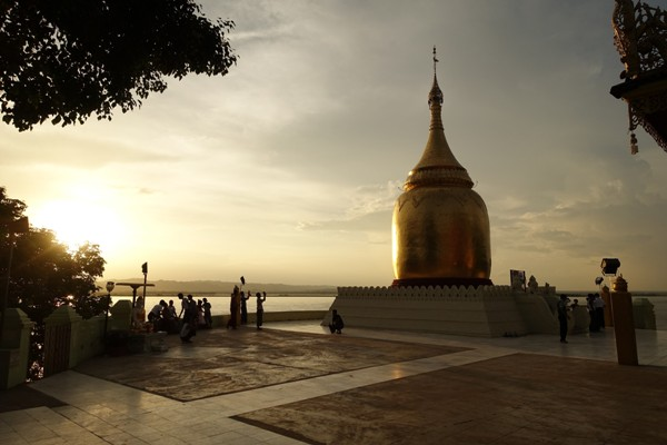 Sunset at Bupaya, Bagan, Myanmar. Image courtesy of Mike Aquino, used with permission.