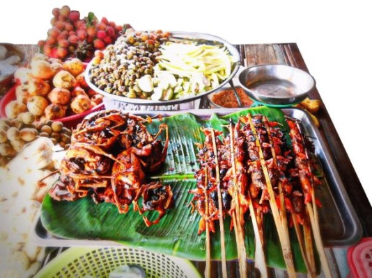Street food in Phnom Penh, Cambodia. Image © Ministry of Tourism Cambodia, used with permission.