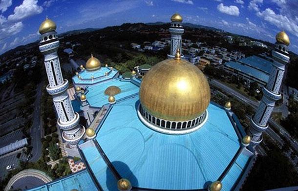 Sultan Omar Ali Saifuddien Mosque. Image courtesy of Brunei Tourism.