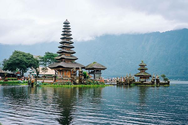 Pura Ulun Danu Bratan, Bali, Indonesia. Image courtesy of Brooke Thio.