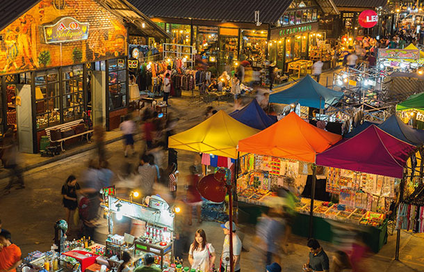 Talad Rot Fai. Image © Tourism Authority of Thailand