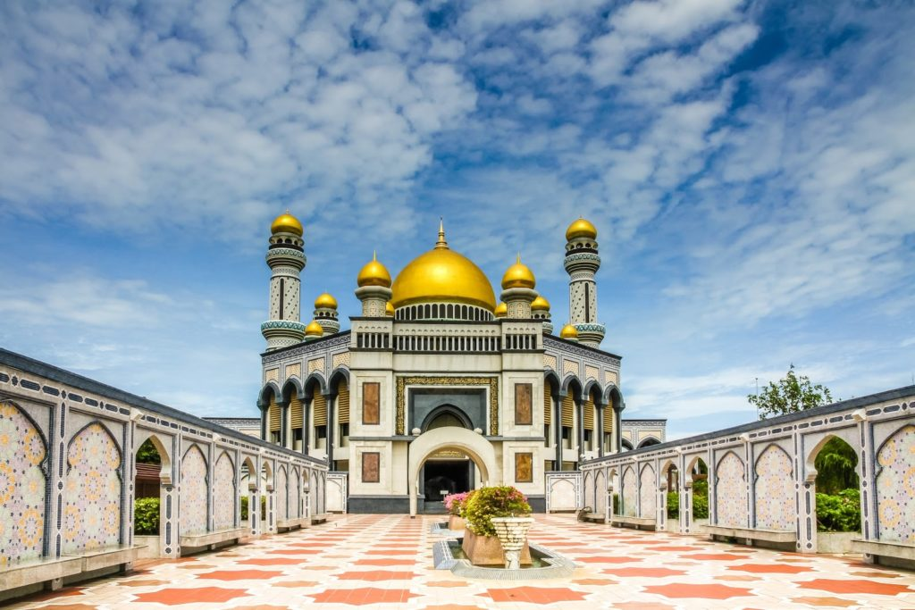 The Jame Asr' Hassanil Mosque in Bandar Seri Begawan, Brunei / Shutterstock