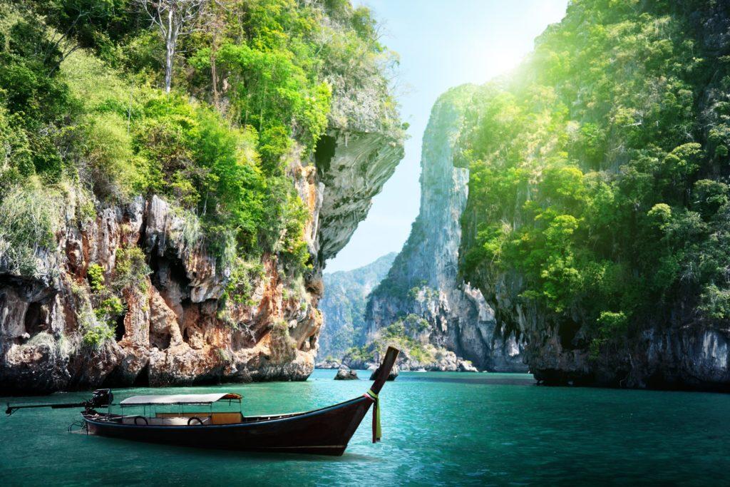 Railay Beach, Krabi / ESB Professional / ID: 125319602 / Shutterstock